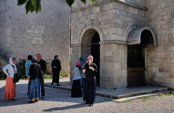 Po zakończeniu Boskiej Liturgii wierni udają się na agapę