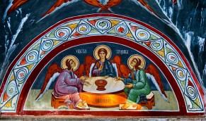 Fresk z ikoną Trójcy Świętej w portalu cerkwi