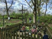 Niektóre groby nie wymagały porządkowania, gdyż były zadbane