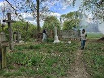 Prace porządkowe na cmentarzu zbliżają się do szczęśliwego finału