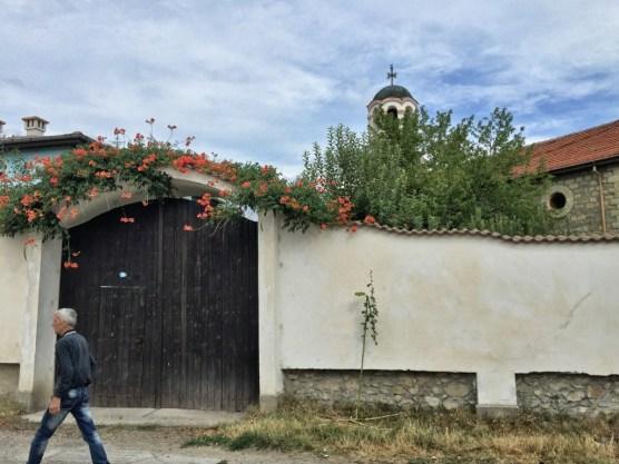 Mury monasteru w Kyrdzali