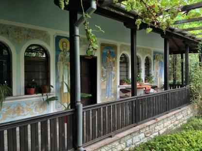 Wszechobecne freski świętych w monasterze w Kyrdzali