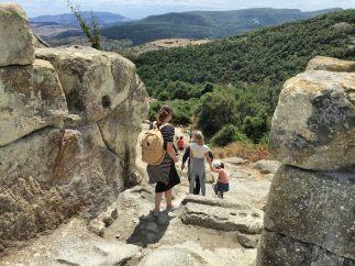 Wyjście ze starożytnego miasta Perperikon