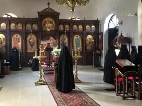 Matuszka Eufalia czyta Apostoła w czasie Boskiej Liturgii