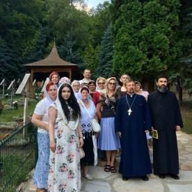 Lubelscy pielgrzymi na grobie Ojca Arseniusza Boca w Prislop