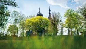 Cerkiew w Puchłach w wiosennej szacie