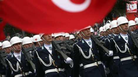 Ηθικόν...Ακμαιότατον: 500.000 Τούρκοι πλήρωσαν για να κάνουν μειωμένη θητεία