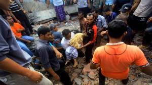 Ινδονησία - Σεισμός: Ξεπερνούν τους 100 οι νεκροί