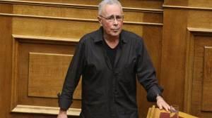 Κώστας Ζουράρις: «Απαράδεκτο που απέδωσαν τιμές στους δύο στρατιωτικούς»