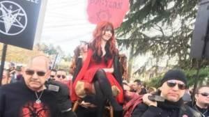 ΗΠΑ: Και οι σατανιστές κατά του Ντόναλντ Τραμπ, δείτε εικόνες