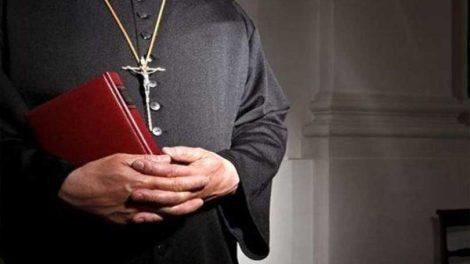 Άντρας επιτέθηκε σε ιερέα στο Μόντρεαλ - ΒΙΝΤΕΟ