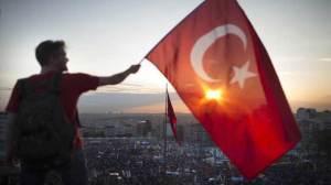 Τουρκική σημαία έξω από το Κέντρο Εκπαιδεύσεως Ανορθόδοξου Πολέμου στη Ρεντίνα