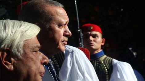 Εύζωνες της Προεδρικής φρουράς: Το ατσάλινο βλέμμα στον Τούρκο Πρόεδρο Ερντογάν