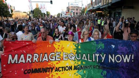 Αυστραλία:Πανηγυρίζουν στους δρόμους για τη νομιμοποίηση του γάμου ομοφυλόφιλων