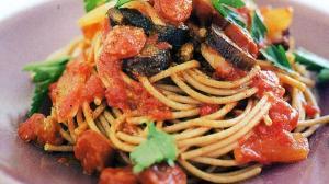 Σαρακοστή - Αγιορείτικες Μοναστηριακές Συνταγές: Μακαρόνια με σάλτσα από μελιτζάνα