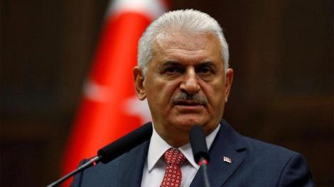 Ο πρωθυπουργός της Τουρκίας Μπιναλί Γιλντιρίμ μιλώντας στους δημοσιογράφους, μετά την προσευχή της Παρασκευής, και αναφερόμενος στους οκτώ Τούρκους στρατιωτικούς που ζήτησαν άσυλο από την Ελλάδα, τόνισε ότι το θέμα βλάπτει τις ελληνοτουρκικές Σχέσεις. Ο κ. Γιλντιρίμ είπε συγκεκριμένα: