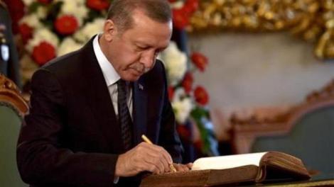 El Pais: «Η μακριά σκιά του Ερντογάν στα Βαλκάνια εκτείνεται σαν λεκές από μελάνι»