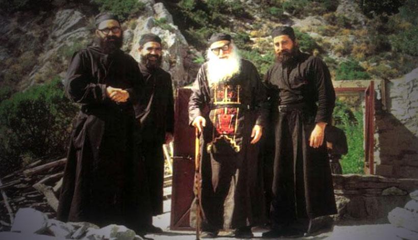 Γέροντα, είδες τι έκαναν οι Ρώσοι; Παρέδωσαν τα μυστήρια στους καθολικούς και οι καθολικοί στους Ρώσους