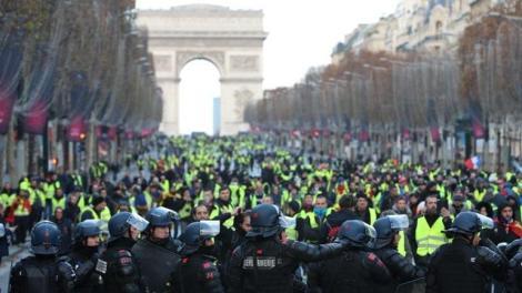Γαλλία: Ξανά στους δρόμους τα κίτρινα γιλέκα