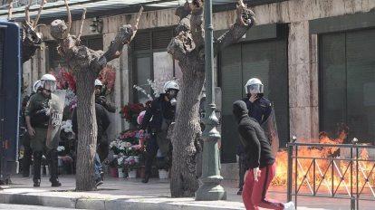 Μολότοφ στην πορεία μαθητών κατά του νομοσχεδίου Γαβρόγλου