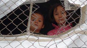 Spiegel για Σάμο: «Ανήσυχοι γονείς ή ρατσιστές;»