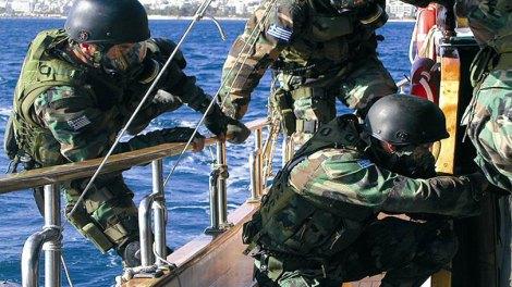 Άγρια καταδίωξη έμπορων ναρκωτικών στο Αιγαίο από τους βατραχανθρώπους του Λιμενικού