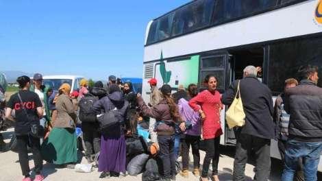 Ελλάδα | Έκλεισαν τους δρόμους για να μην περάσουν οι πρόσφυγες