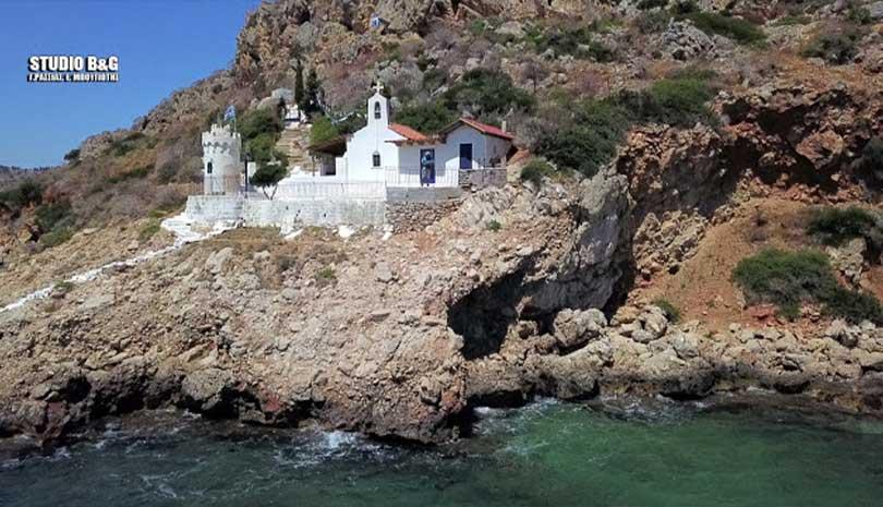 Άγιος Νικόλαος ο κρασόχτιστος | Ο θρύλος που συνοδεύει το εκκλησάκι των βράχων (ΦΩΤΟ & ΒΙΝΤΕΟ)
