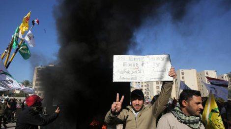 Κόσμος | Οργή Τραμπ για την εισβολή με 12 τραυματίες στην πρεσβεία των ΗΠΑ στη Βαγδάτη