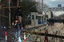 Έβρος: Επεισόδια με τραυματία αστυνομικό - Δείτε καρέ - καρέ όσα συμβαίνουν στα σύνορα