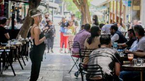 Ελλάδα | Τραπεζάκια έξω - Πρώτη ημέρα λειτουργίας για τα καταστήματα εστίασης
