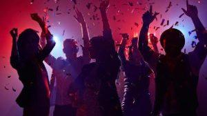 Μύκονος: Πάρτι με εισιτήριο εισόδου σε βίλες - Ο ΕΟΔΥ κρούει το κώδωνα του κινδύνου για COVID-19