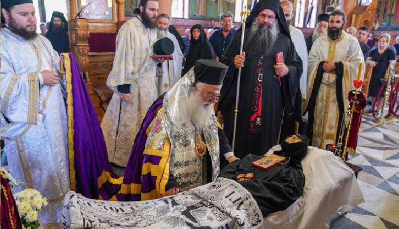 Ιερά Μονή Αγίας Κυριακής Λουτρού: Εξόδιος ακολουθία Καθηγουμένης Γερόντισσας Φιλοθέης (ΦΩΤΟ)