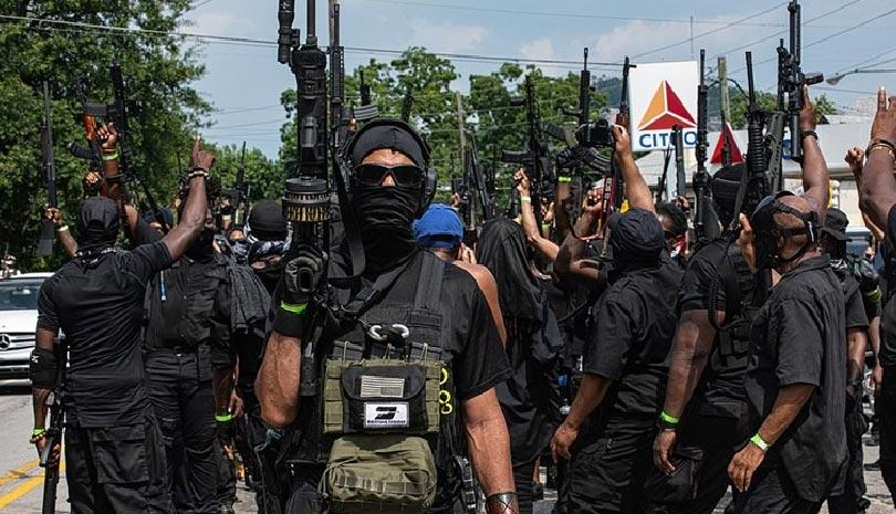 ΗΠΑ: Πάνοπλοι Αφροαμερικανοί διαδηλώνουν στη Τζόρτζια