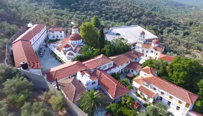 Λέσβος: Συνεχίζεται η προσπάθεια για την κατάσβεση της φωτιάς πίσω από το Μοναστήρι του Αγίου Ραφαήλ