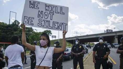 Νεκρός νεαρός Αφροαμερικανός στην Ουάσινγκτον από πυρά αστυνομικού