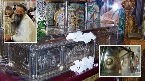 """""""Ιδρωμένη"""" από Μύρο η κάρα του Αγίου Δημητρίου του Μυροβλήτη στη Θεσσαλονίκη ΦΩΤΟ"""
