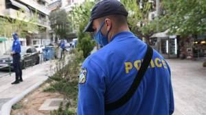 Αθήνα: Αστυνομικός κλοιός στις πλατείες για να σταματήσουν τα πάρτι