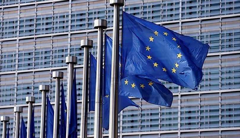 Πρόταση Κομισιόν για μείωση περιορισμών σε εμβολιασμένα άτομα που ταξιδεύουν στην ΕΕ