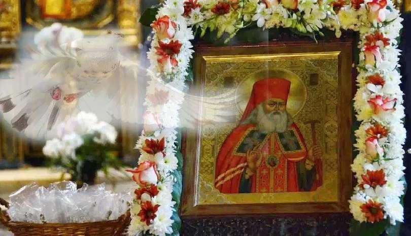 Το θαυμαστό σημείο στην κηδεία του Αγίου Λουκά του Ιατρού