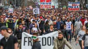 Κορονοϊός : Επεισόδια και δακρυγόνα στη Μελβούρνη
