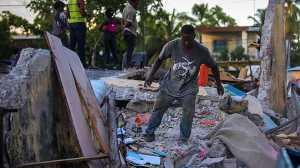 Σκηνές Αποκάλυψης με 724 νεκρούς μέχρι ώρας στην Αϊτή