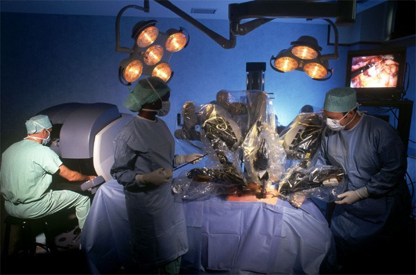 da-vinci-surgical-robot-1