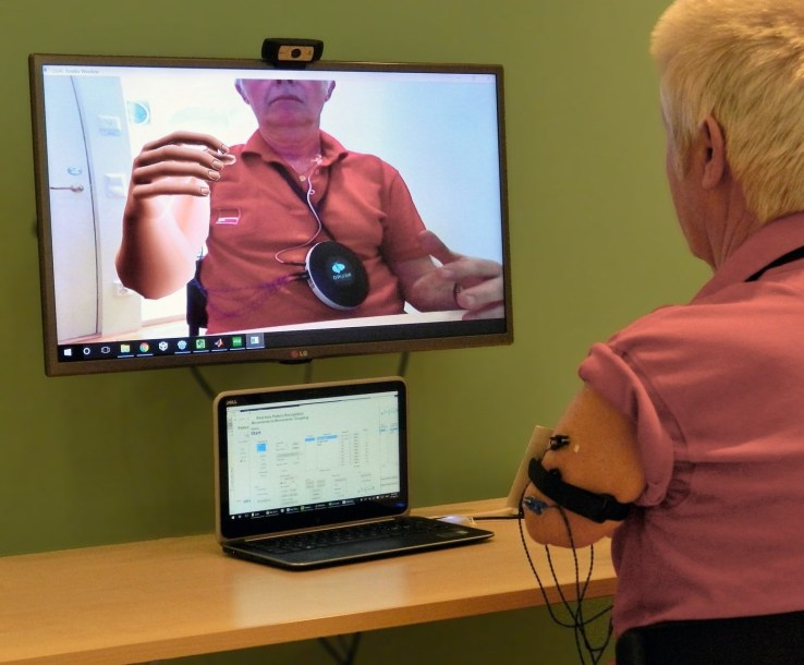 an-amputee-patient-tries-out-the-ar-system
