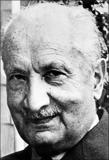 Heidegger and the Yearnings for a Hermeneutics of «B/being»: between Phenomenology and Existentialism