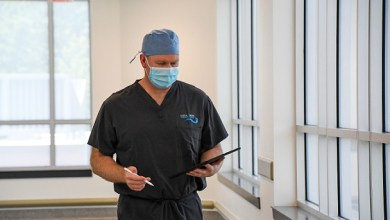 Photo of Orthopaedic Spine Surgeon, Dr. Jeffrey Carlson, performs one of the first outpatient three-level lumbar Interbody fusion surgeries in the United States