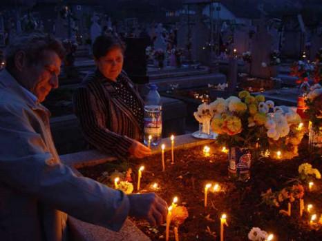 cimitir 466x350 Înmormântarea și pomenirile pentru morți   călăuză ortodoxă