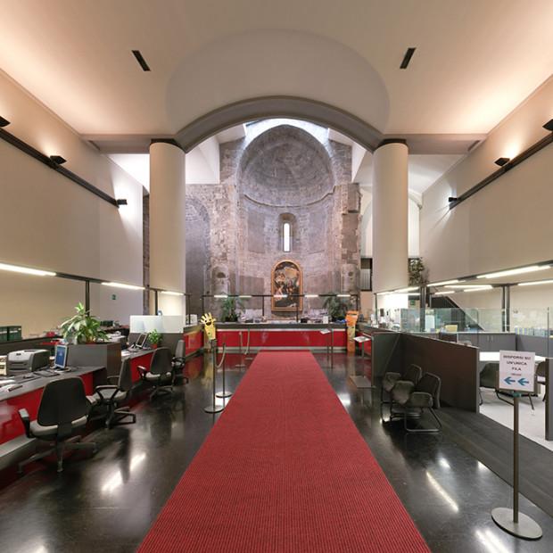 61591387 Biserici istorice, transformate în pizzerii, bănci și ateliere auto