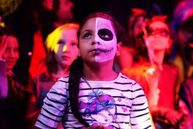 Kids wearing Halloween costumes and makeups join an electronic dance music party organized by CirKiz at a night club in New York on October 26, 2014. Dozens of kids from the age of 3 to 12-year-olds joined by their parents came to clubbing to celebrate Halloween. AFP PHOTO/Jewel Samad