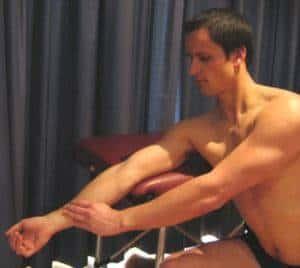 Exercício de alongamento para o cotovelo
